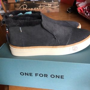 New in box Toms Paxton size 10